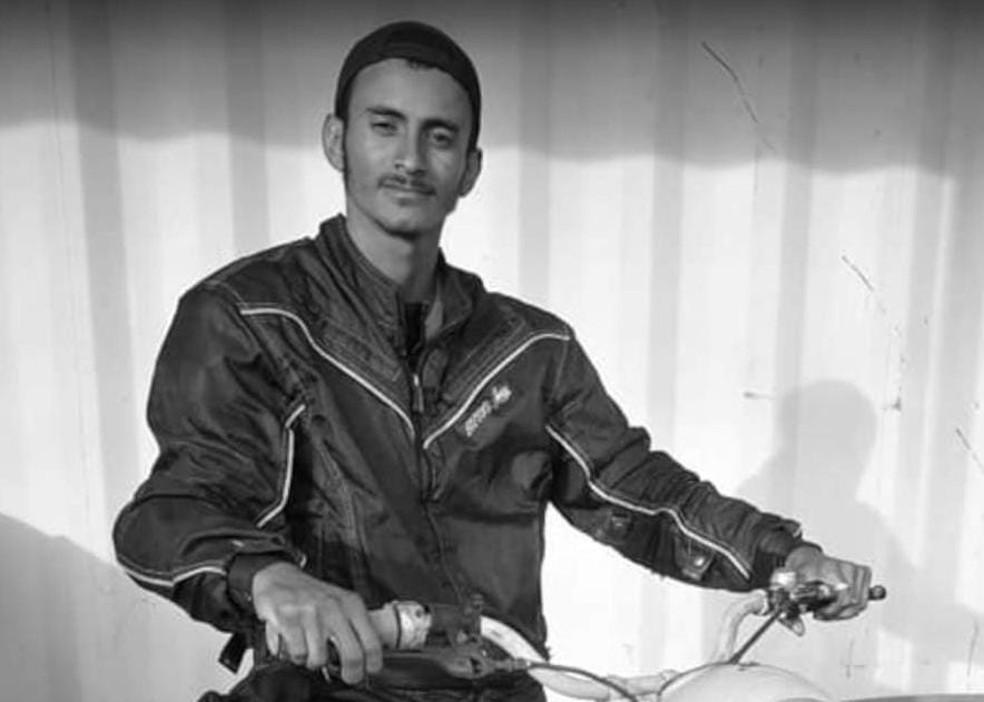 Arão César Gadelha Júnior foi morto com facada no abdômen nesse domingo (6) em Assis Brasil, no interior do Acre — Foto: Arquivo pessoal
