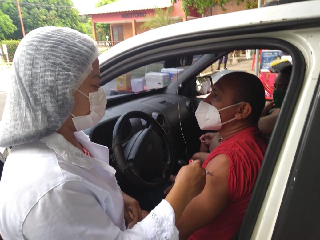 Teresina terá vacinação contra a Covid-19 em drive thru para pessoas de 41 e 40 anos  nesta sexta (23)