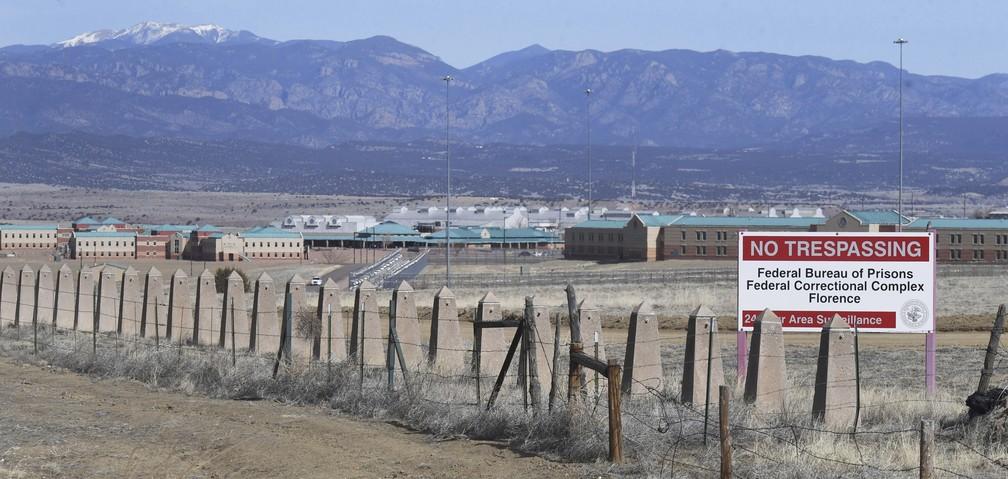 Presídio de segurança máxima Supermax, no Colorado, EUA. Traficante mexicano El Chapo pode ser levado a essa unidade, considerada a mais segura do sistema penitenciário norte-americano — Foto: Jerilee Bennett/The Gazette via AP