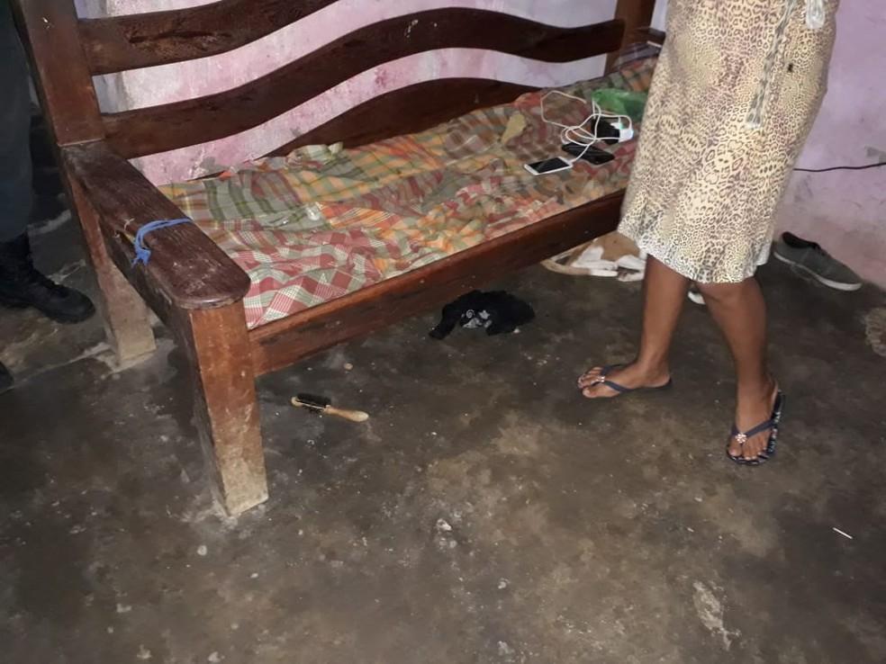 Idosa foi encontrada em situação precária dentro de uma casa (Foto: Caruaru 24 horas/Divulgação)