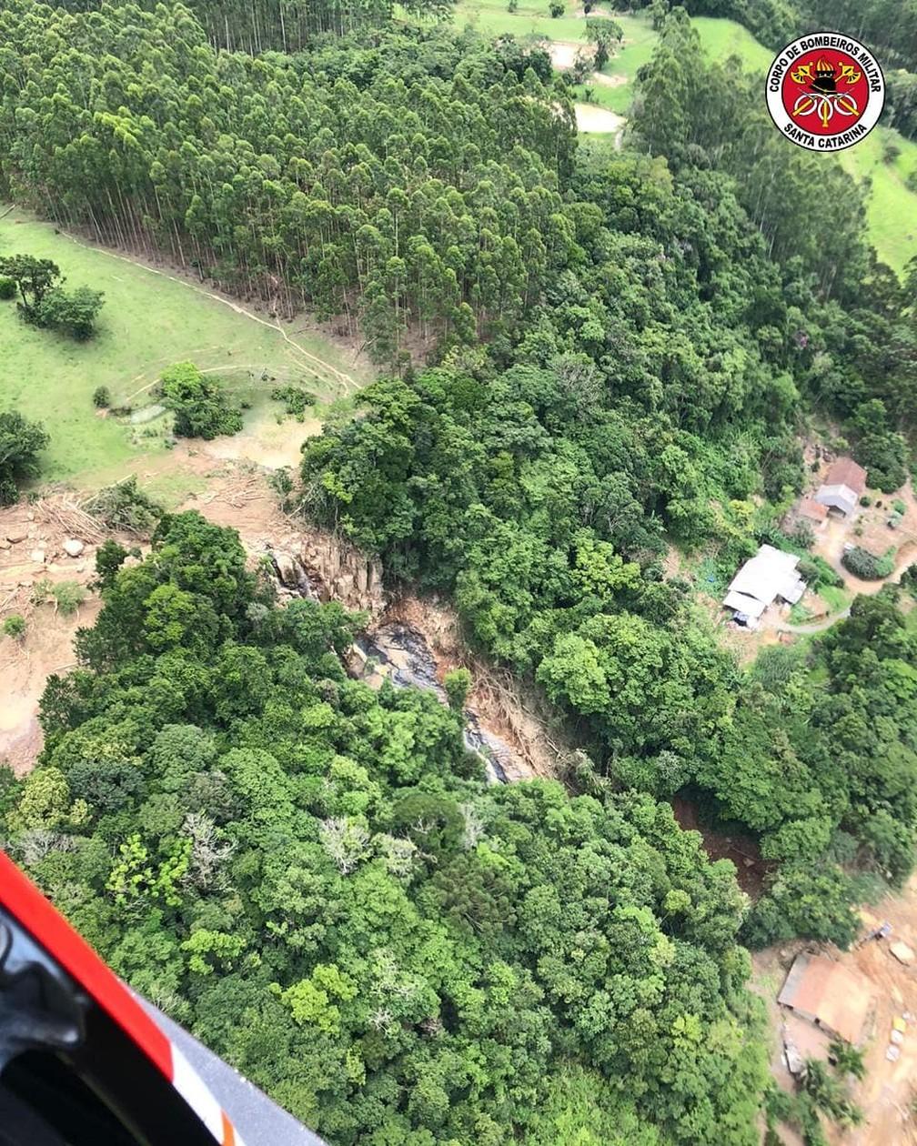 Em Presidente Getúlio, vale de SC, a Defesa Civil contabilizou 147 pessoas desabrigadas e 137 desalojadas até sexta-feira (18) — Foto: Divulgação/Corpo de Bombeiros