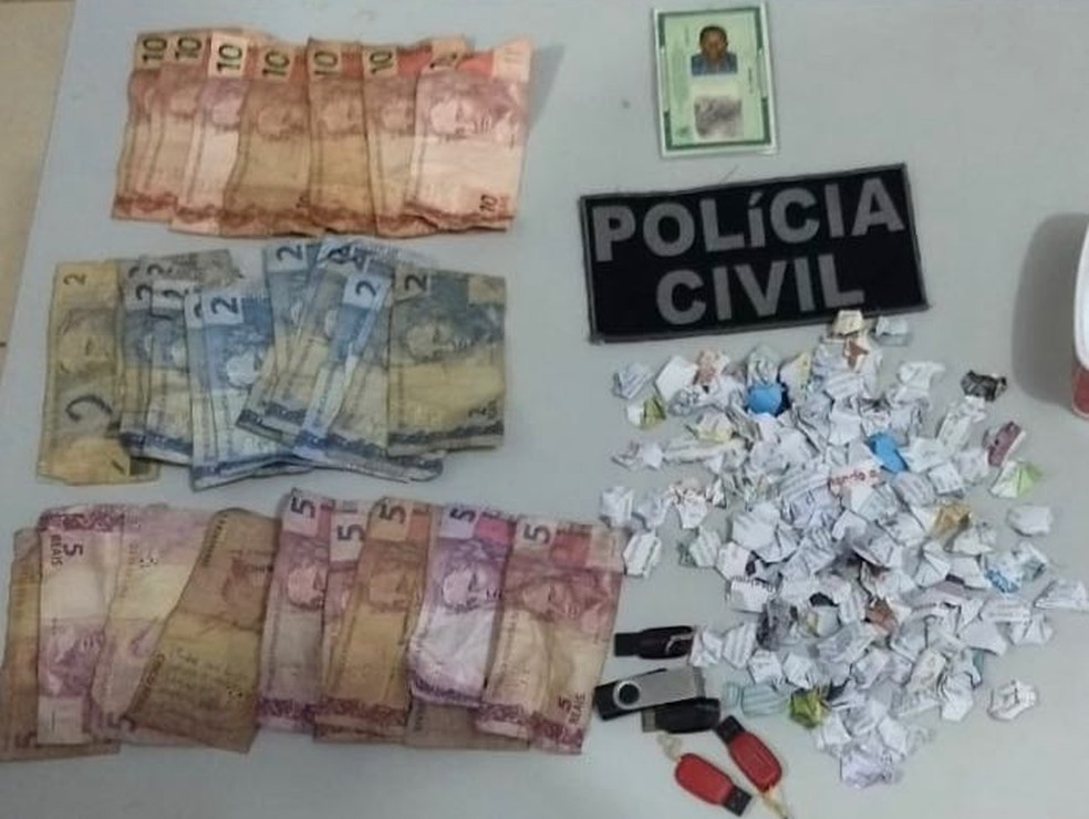 Polícia Civil de Penalva apreende drogas e dinheiro com dupla presa por suspeita de tráfico de crack na cidade. — Foto: Divulgação/Polícia Civil