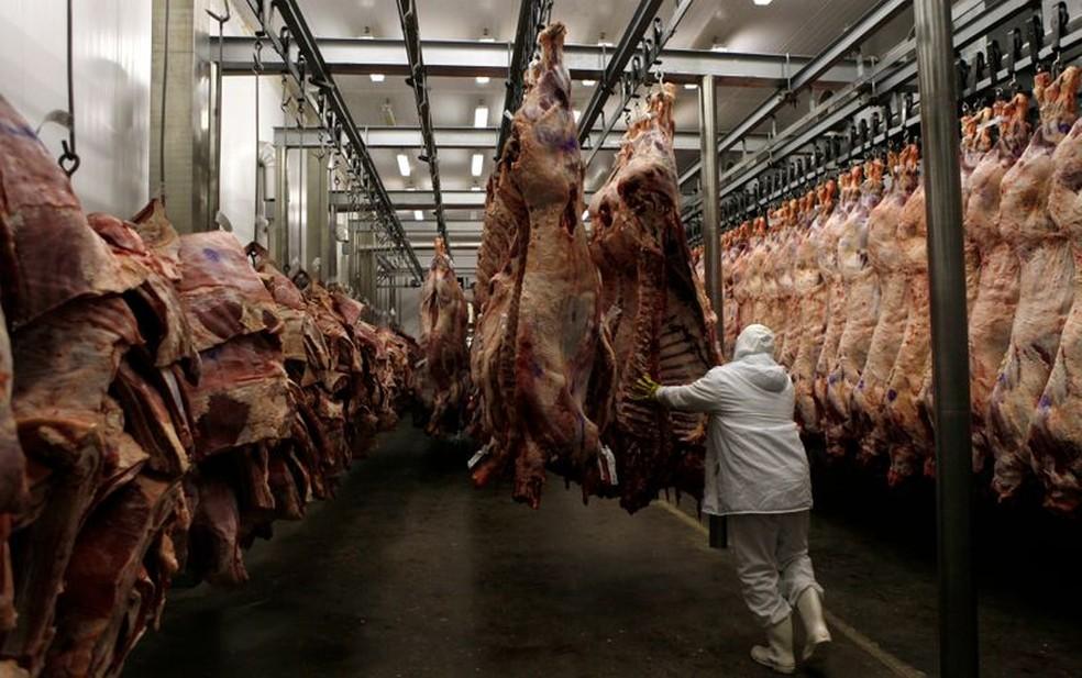 Frigorífico de carne bovina — Foto: REUTERS/Paulo Whitaker
