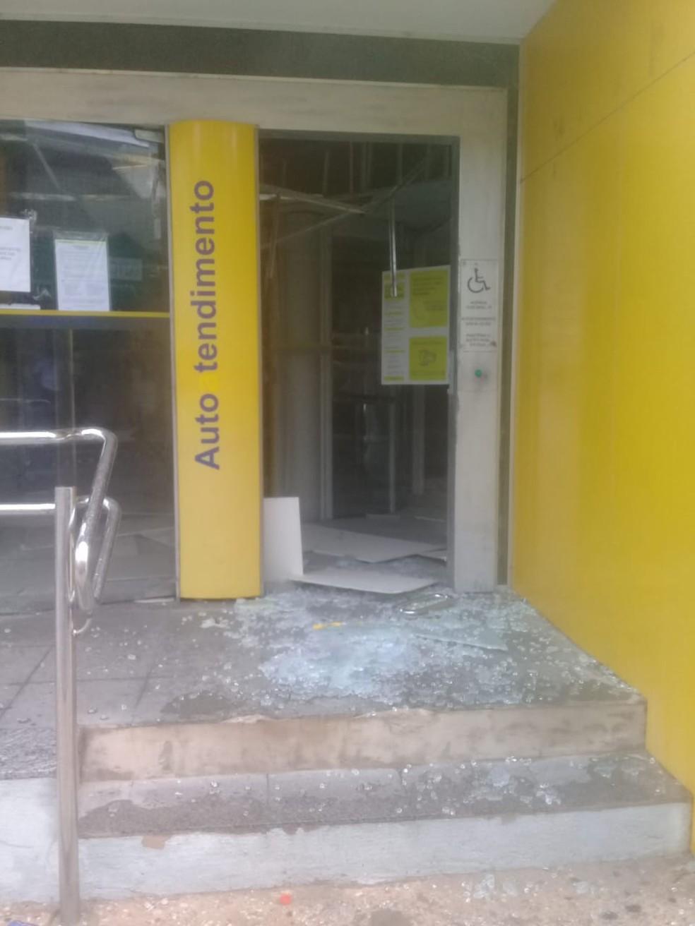 Bandidos causaram grande estrago em agência do Banco do Brasil no Centro de Teresina — Foto: Divulgação/PM