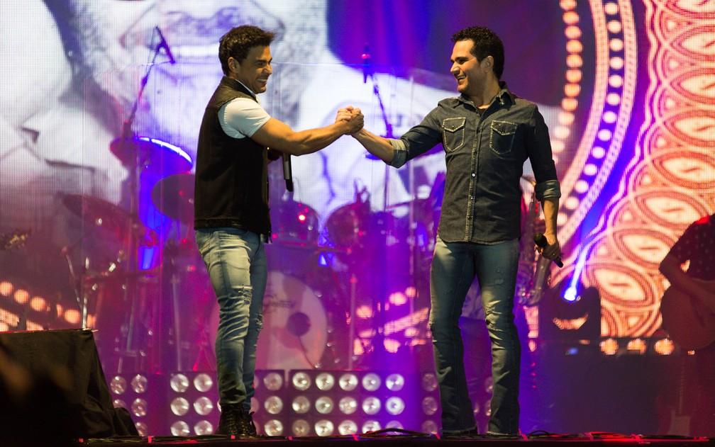 A dupla Zezé Di Camargo e Luciano comandou uma série de sucessos no palco do Ribeirão Country Fest (Foto: Érico Andrade/G1)