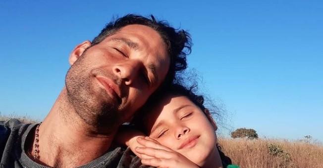 Daniel Ávila e a filha, Flor (Foto: Reprodução Instagram)