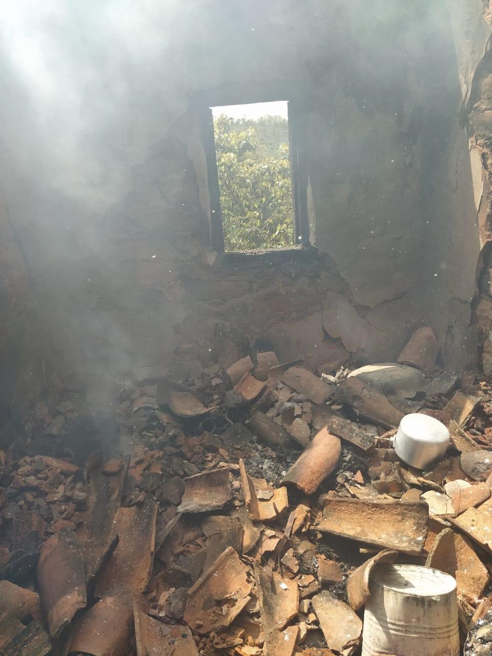 Incêndio destrói parte de uma casa na zona rural de Taiobeiras