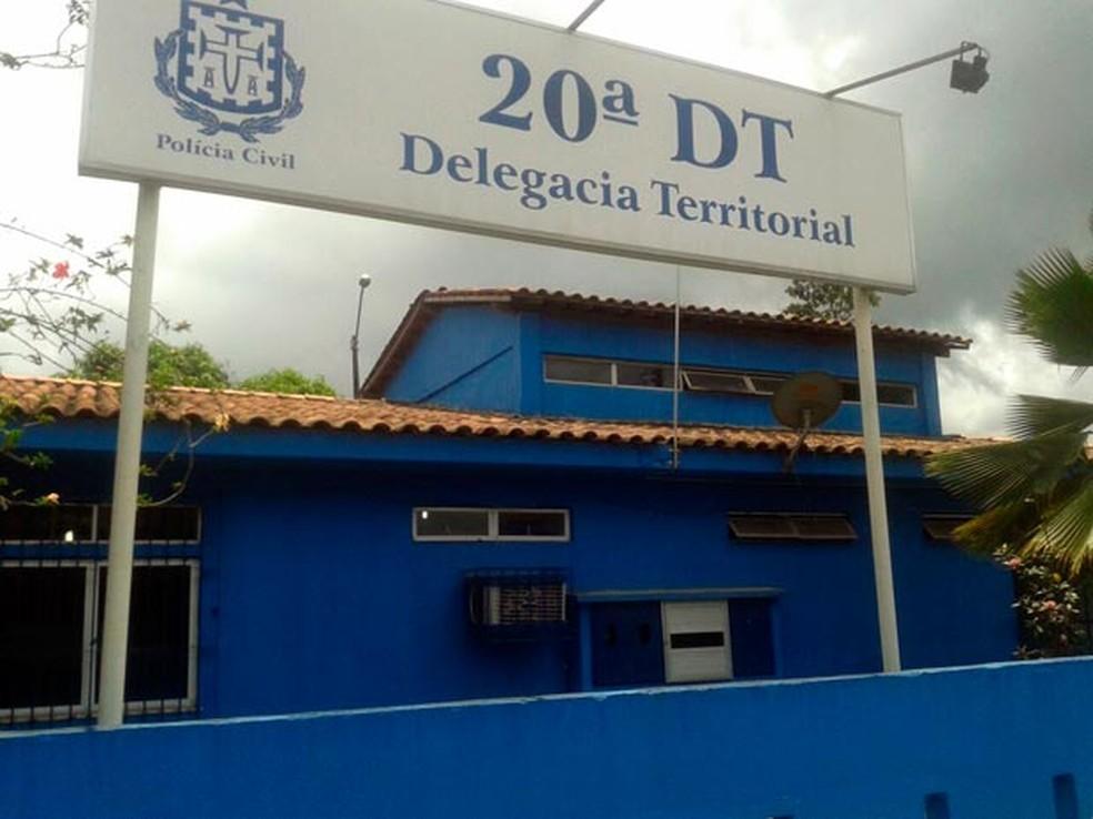 O caso é investigado na delegacia de Candeias — Foto: Cássia Bandeira/G1