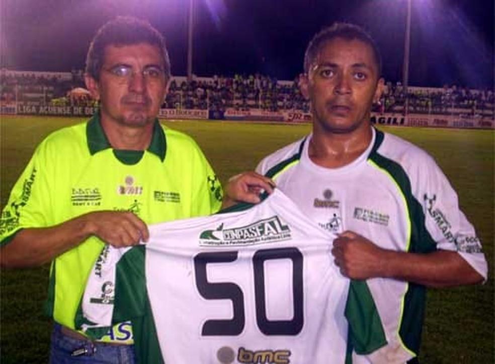 Presidente Dailson Machado e o atacante Marcelo Assuense, filho da terra que fez história em 2009 — Foto: Lucílio Filho/Arquivo Pessoal