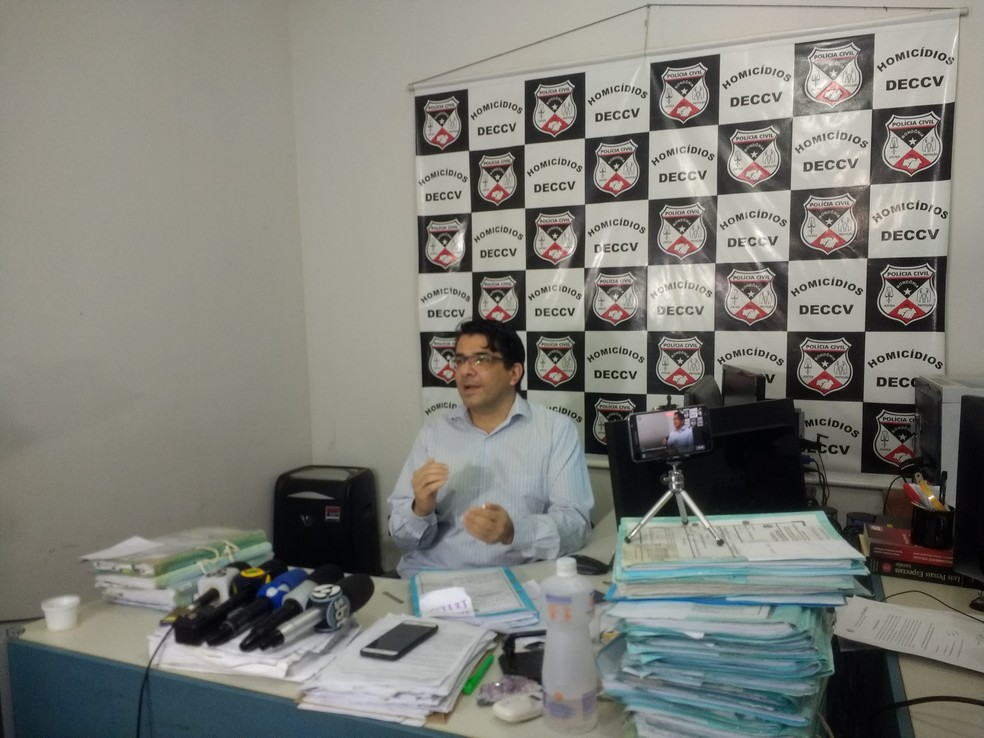 Delegado fala sobre morte da vítima, em Porto Velho (Foto: Jheniffer Núbia/ G1)
