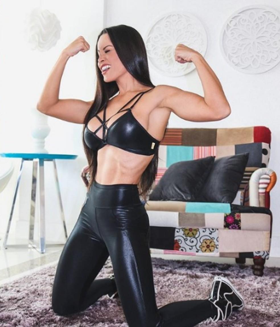 Ex-bailarina do 'Domingão', Fernanda D'avila, exibe boa forma malhando em casa. — Foto: Reprodução / Instagram