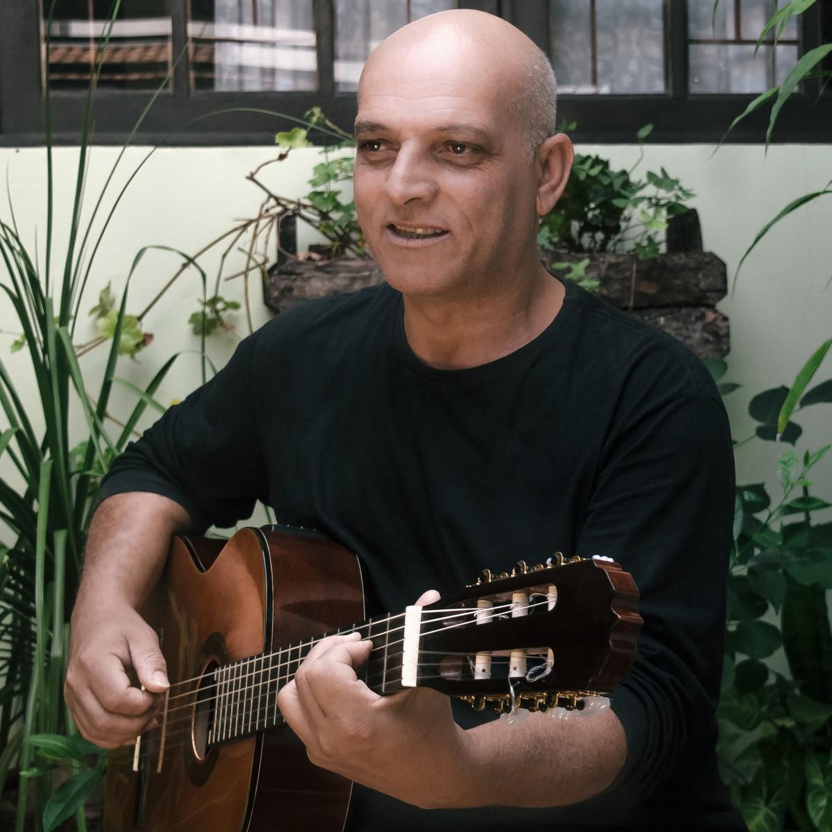 Músico Waldir Vera faz apresentação gratuita em Guararema