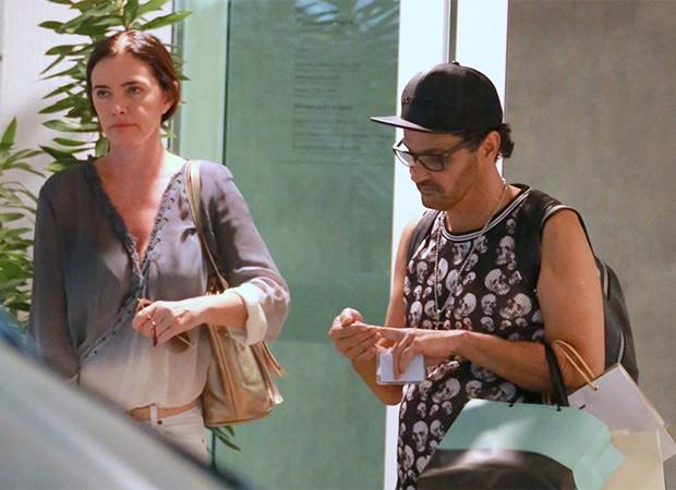 Luma de Oliveira e amigo (Foto: Thiago Martins / AgNews)
