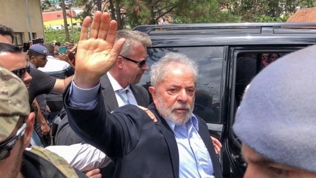 Sobre Lula, ex-presidente diz que não gosta de vê-lo na cadeia, mas regras foram cumpridas (Foto: RICARDO STUCKERT FILHO/INSTITUTO LULA/REUTERS, via BBC)