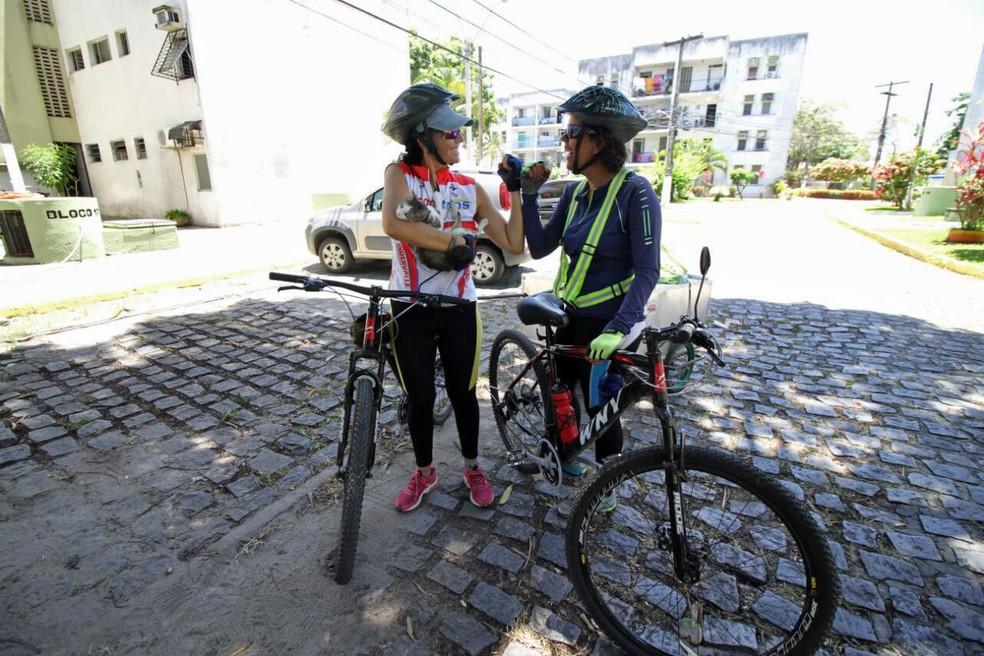 Raphaella e Elizabeth levaram 21 dias para pedalar do Ceará até o Recife (Foto: Marlon Costa/Pernambuco Press)