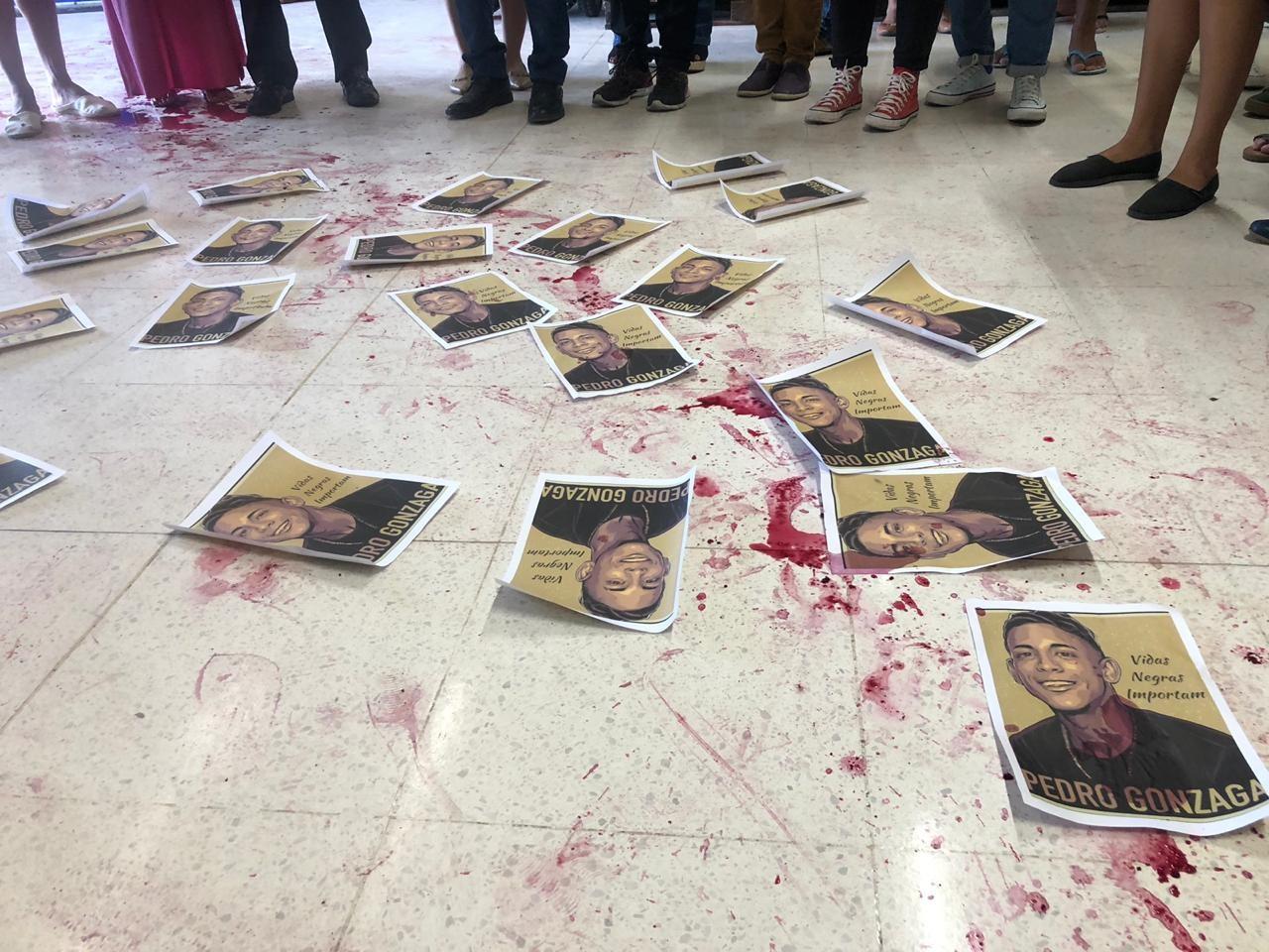 No Piauí, grupo faz protesto em supermercado da mesma rede em que jovem foi morto por segurança - Noticias