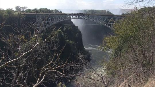 Pelo Mundo: Cataratas de Victoria, na Zâmbia, é uma das quedas d'água mais espetaculares