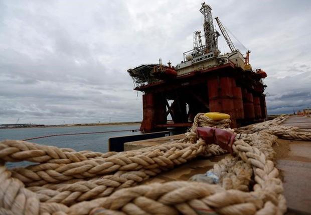 Plataforma de petróleo no Porto do Açu em São João da Barra, no Rio de Janeiro (Foto: Ricardo Moraes/Reuters)