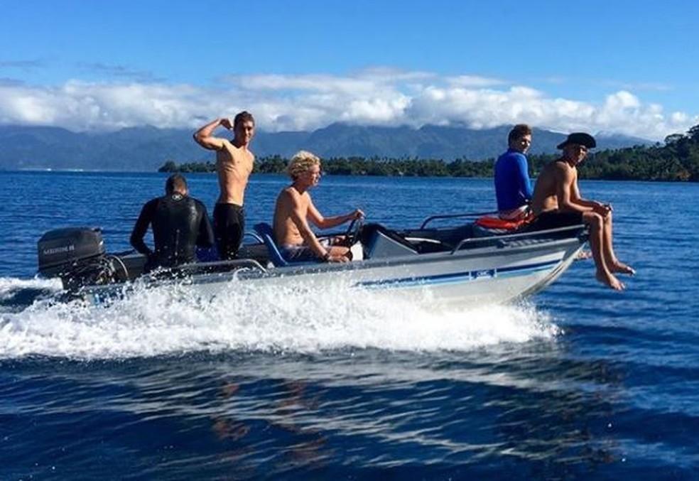 John John Florence e amigos viajando pelo mundo. Havaiano projeta novo filme, sem deixaro foco no Circuito Mundial (Foto: Reprodução/Instagram)