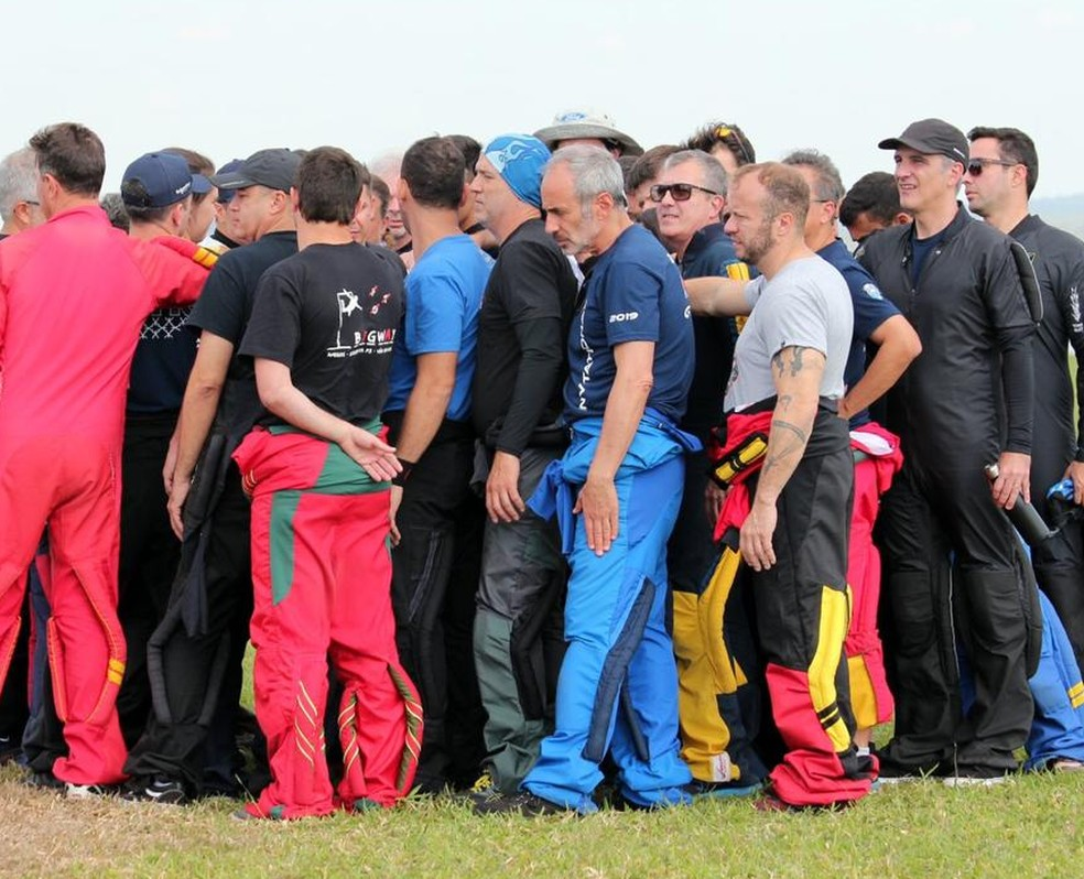 Grupo de paraquedistas de vários estados do Brasil se reuniu em Boituva — Foto: Arquivo pessoal/David Rodrigues