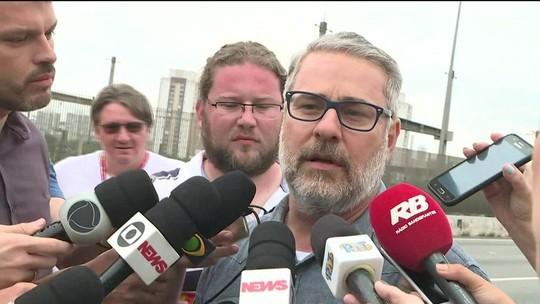 Secretário quer solução para viaduto que cedeu em SP, mas não dá prazo