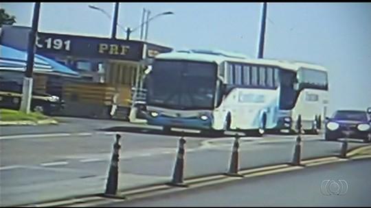 Motorista de ônibus é flagrado dirigindo bêbado na BR-050, em Catalão