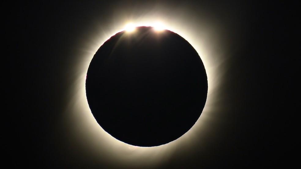Segundos antes da fase total quando os astrônomos chamam de Diamond Ring — Foto: Arquivo pessoal/Leo Caldas