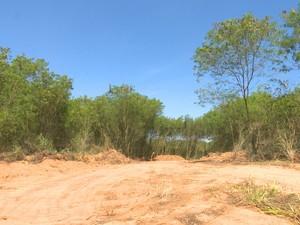 Relatório da Sedam diz que uma vala foi aberta com maquinário pesado no local (Foto: José Manoel/Rede Amazônica)