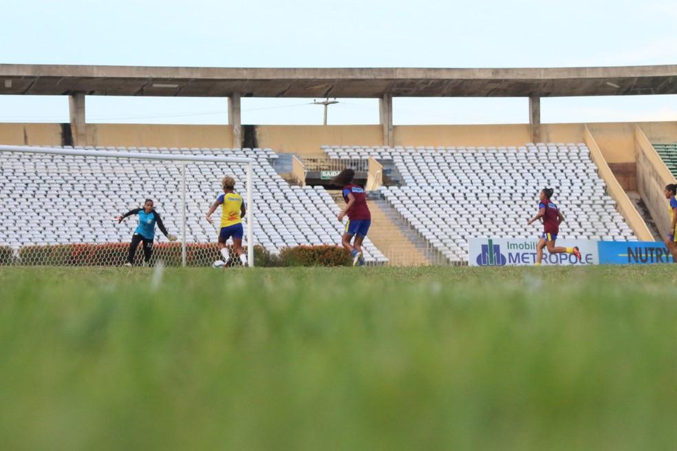 Treino Tiradentes-PI  (Foto: Arthur Ribeiro/GloboEsporte.com)