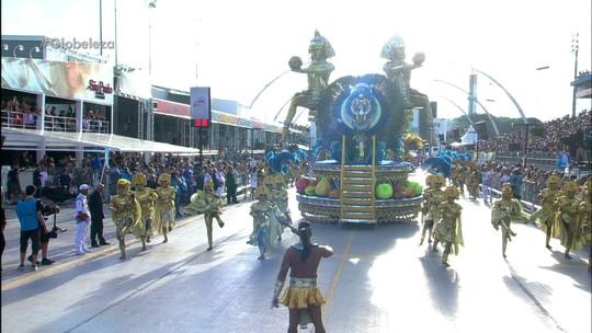Rosas de Ouro encerra desfiles de SP com banquetes e noiva de verdade