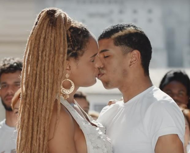 Contra transfobia, clipe de Dona da Minha Vida, do Rouge, conta com beijo (Foto: Reprodução)