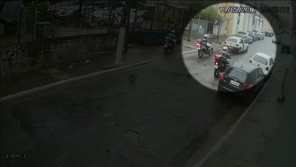 Policiais perseguiram suspeitos (Foto: Reprodução/TV Globo)