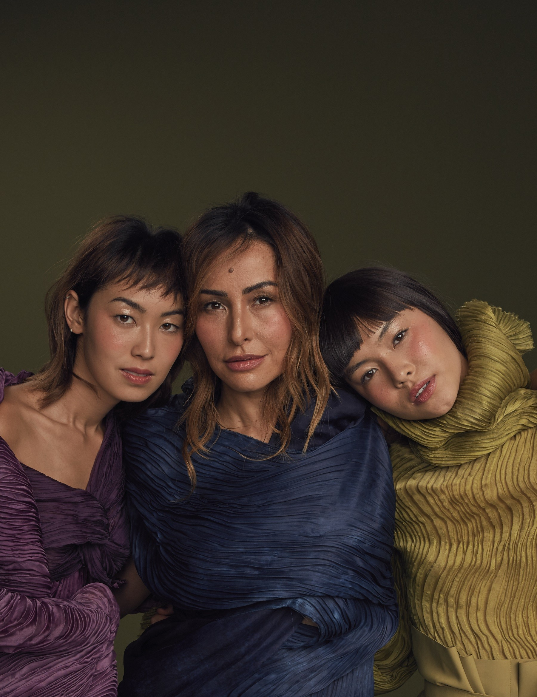 Sabrina Sato, a mãe do ano, posa ao lado da atriz Ana Hikari e da modelo Maryel Uchidam