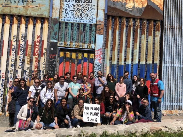 Mural entre o México e os EUA (Foto: Reprodução Hyperallergic)