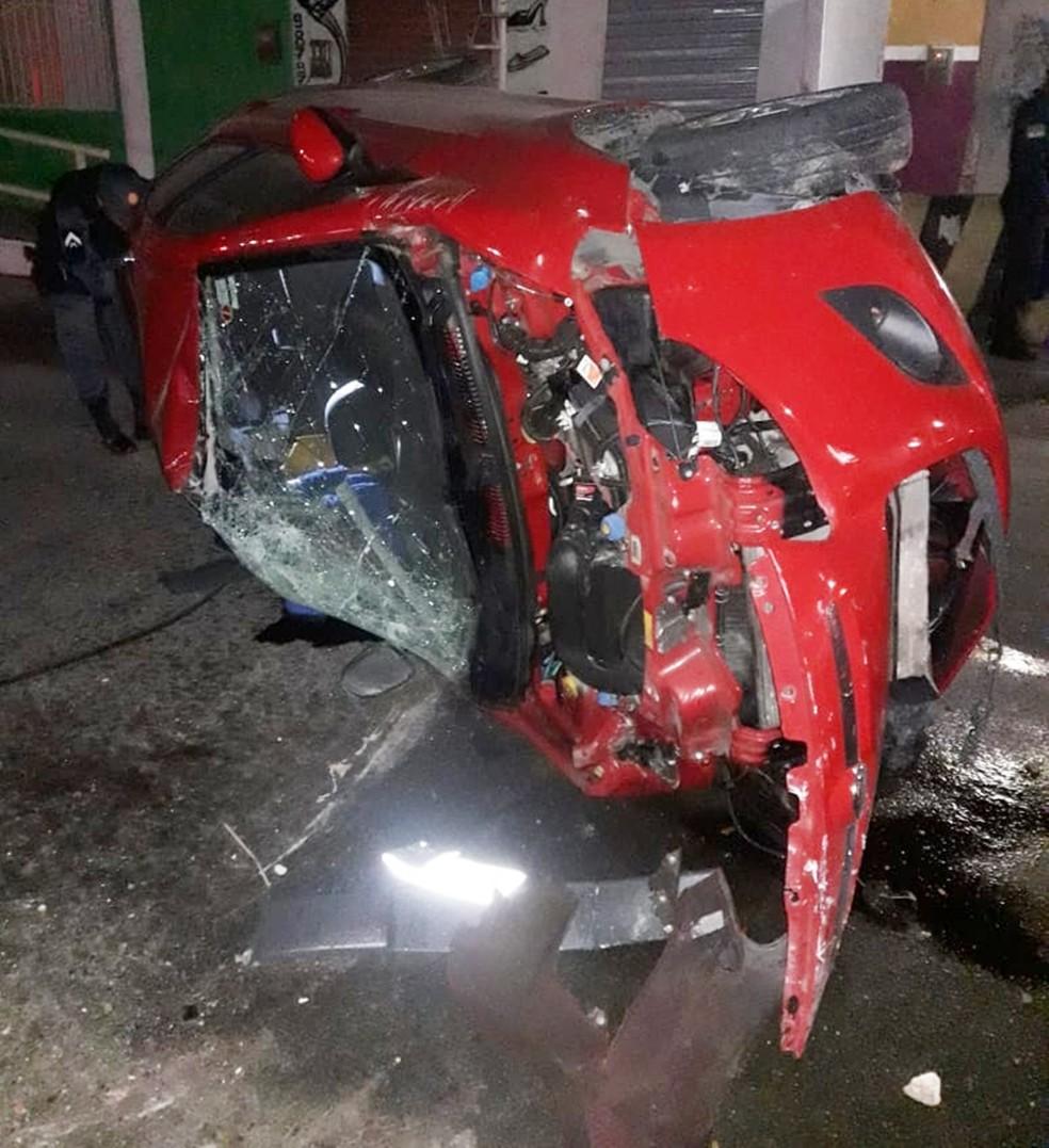 Palio roubado ficou destruído após a batida (Foto: Redes sociais )