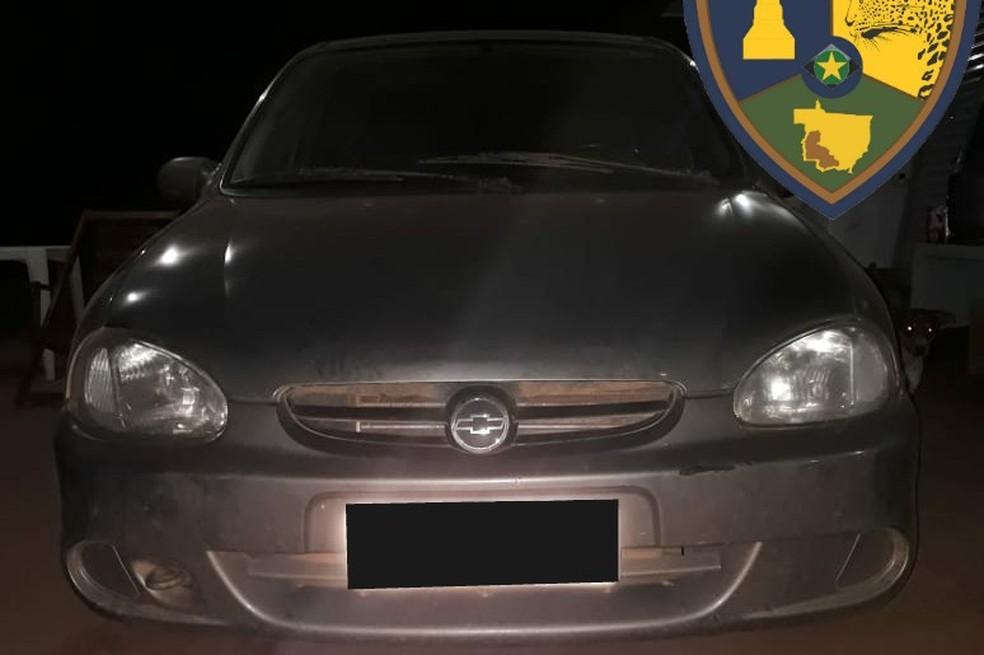 Mãe fez denúncia e adolescente de 16 anos foi detido com carro furtado em Cáceres (Foto: Gefron/MT)