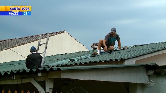 Cheia do rio tira famílias de casa em São Sebastião do Caí