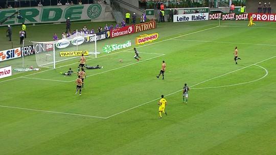 Acredite, ele perdeu: Borja desperdiça chance incrível em Palmeiras x Santos