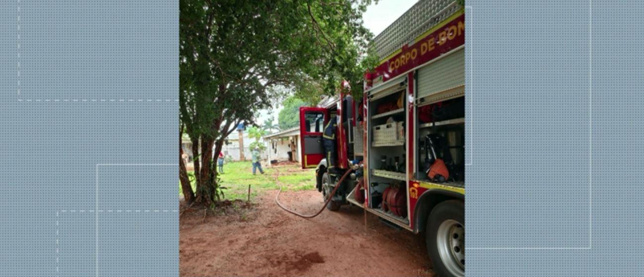 Mulher morre carbonizada, e homem fica ferido durante incêndio em casa, em Cianorte
