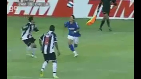 """Vídeo: o dia em que Coelho, agora no Corinthians, virou """"herói"""" do Atlético-MG por parar Foquinha"""