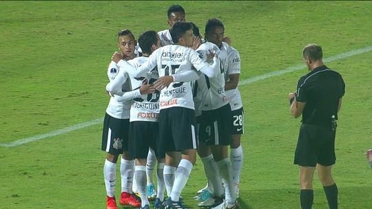 Estrelas decidem, Corinthians bate a La U de novo e avança de fase na Sul-Americana