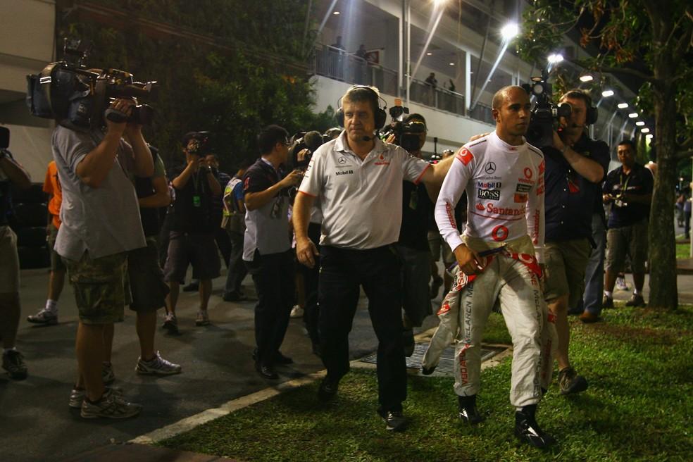 Hamilton abandonou o GP de Singapura de 2010 — Foto: Getty Images