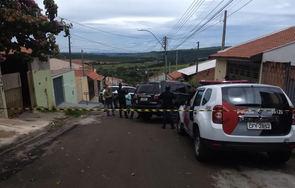 Dois corpos são encontrados em estado de decomposição em São Carlos — Foto: Fabio Rodrigues/G1