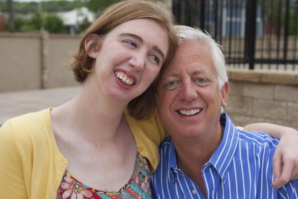 Gordon Hartman queria levar a filha a locais adaptados para recebê-la e favorecer sua interação com outras pessoas (Foto: JERSTAD / GORDON HARTMAN FAMILY FOUNDATION)