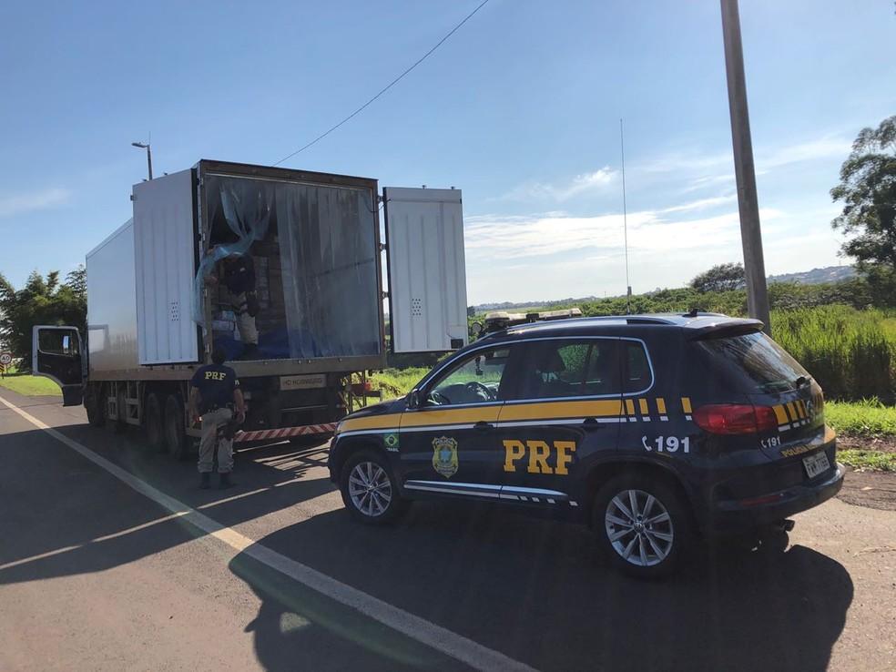 Carga seria levada até São Paulo, segundo o motorista (Foto: Jaqueline Frizon/TV Te)