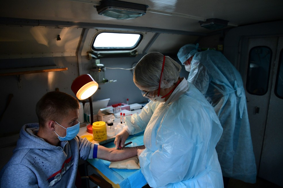 Rússia diz que vacina contra Covid-19 levou à produção de ...