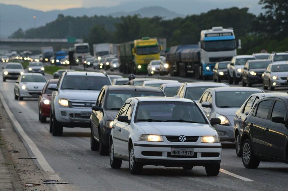 Itajaí registrou congestionamentos no início da manhã (Foto: Luiz Souza/NSC TV)