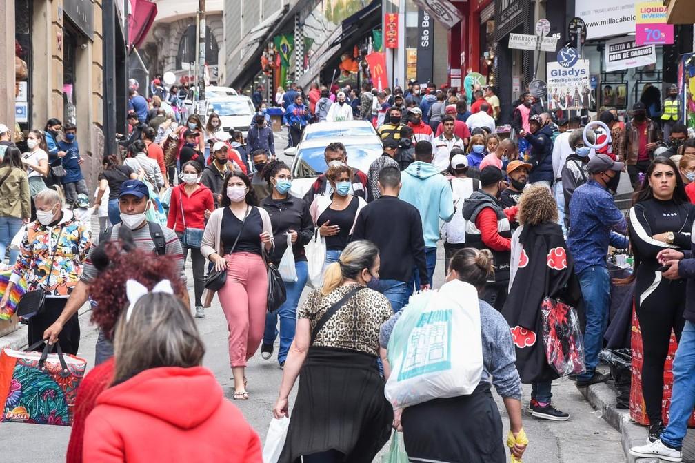 Movimentação na Ladeira Porto Geral, no Centro de São Paulo (SP), no dia 30 de agosto. — Foto: Romeo Campos/Futura Press/Estadão Conteúdo