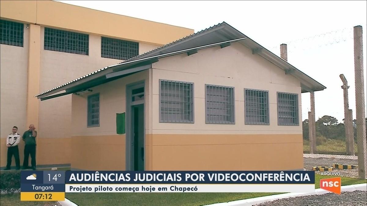 Chapecó inicia projeto com audiências de presos por videoconferência