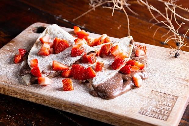 Receita de pão doce de frigideira, com creme de chocolate e avelã
